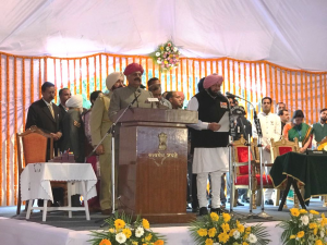 Amarinder Singh sworn in as Punjab Chief Minister; nine ministers include Navjot Sidhu and Manpreet Badal